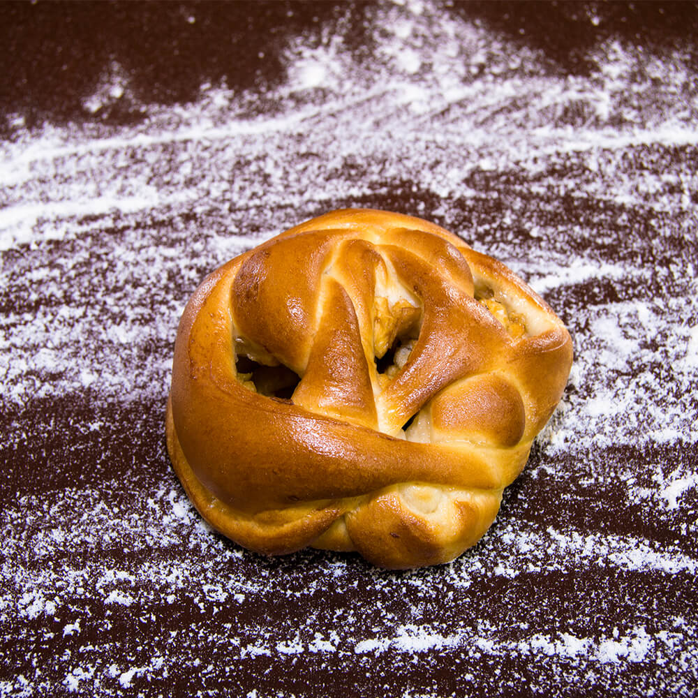 Пирожок с смородиной и яблоком, 100 гр